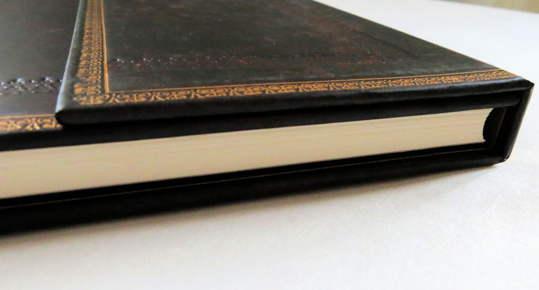 carnet livre d 39 or paperblanks noir marocain hi roglyphes. Black Bedroom Furniture Sets. Home Design Ideas