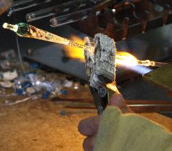 Fabrication en fonderie d'une plume de verre.
